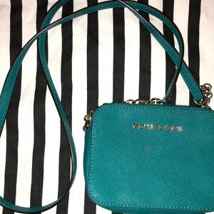 Handbags - Michael Kors crossbody